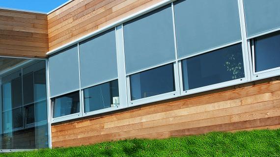 Exemple de store extérieur sur fenêtre